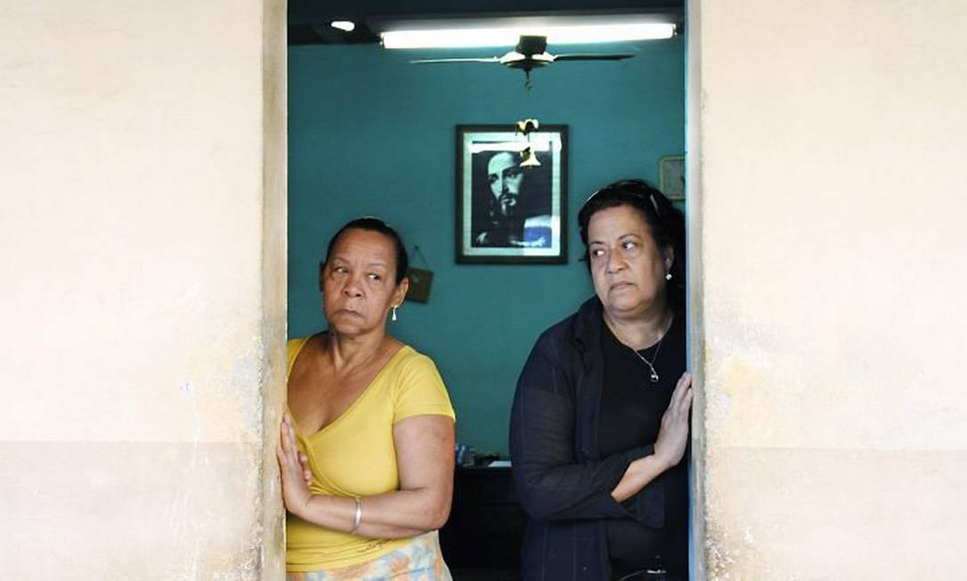 Marilene Lima de Souza (de preto), mãe de Rosana de Souza Santos, e Ana Maria da Silva Jesus, mãe de Antônio Carlos da Silva. Corpos nunca foram encontrados