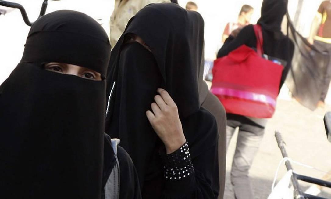 Muçulmanas com o niqab em shopping de Damasco AP