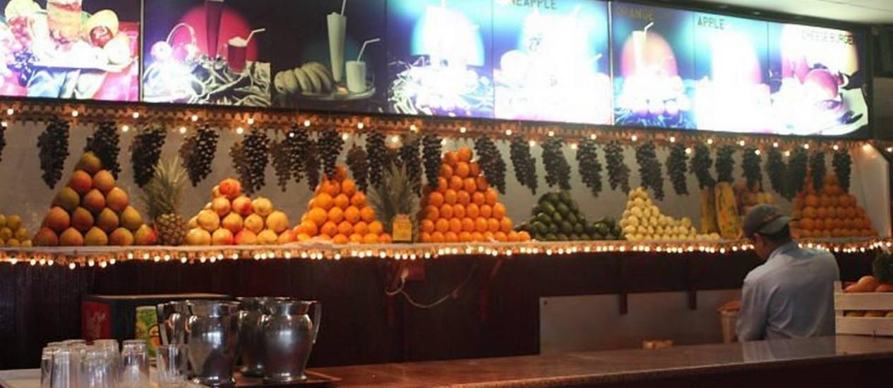 Na casa de sucos, entre várias frutas, escolha Romã: delicioso Foto: Bruno Agostini