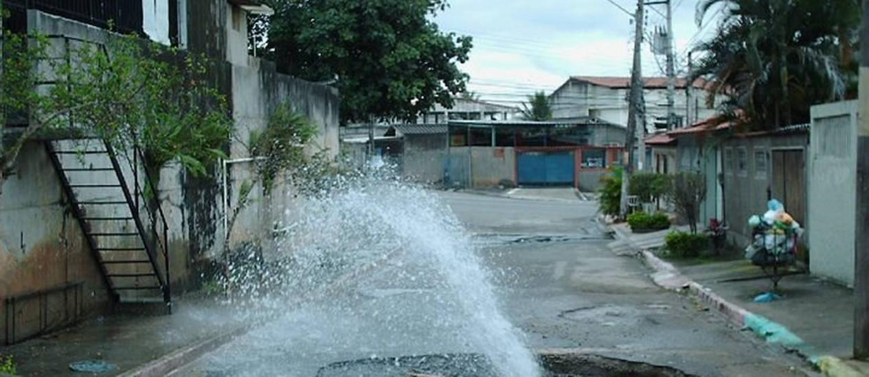 Eu-Repórter: vazamento de água em Bangu, Zona Oeste do Rio Foto do leitor Wander Abreu