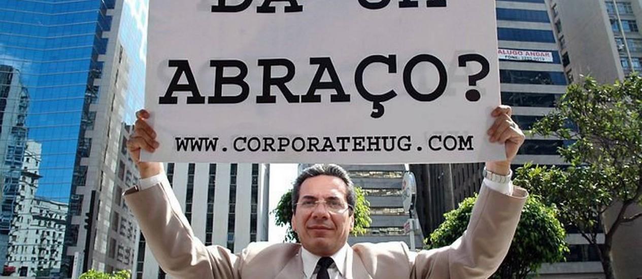 Cena do documentário 'O abraço corporativo', de Ricardo Kauffman - Divulgação