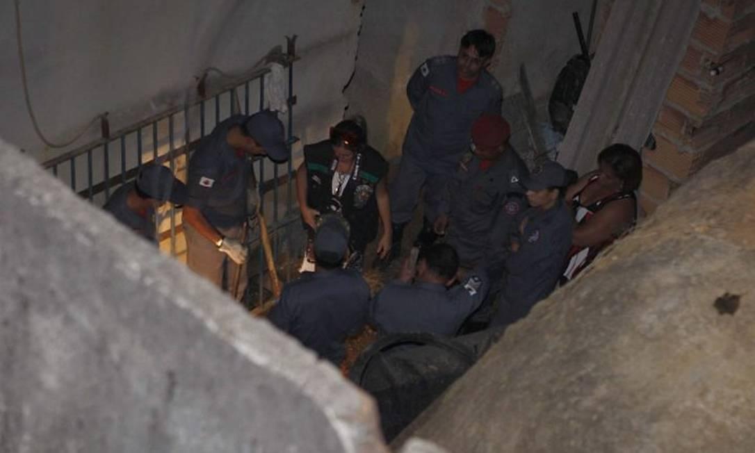 Procura por restos mortais de Eliza Samudio em casa apontada por menor como o local da execução Domingos Peixoto - Arquivo O Globo