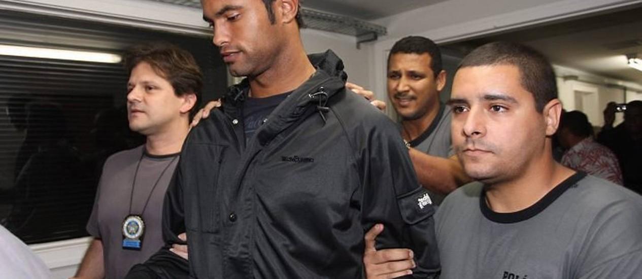 O goleiro Bruno, no momento em que se entregou à Polinter do Andaraí Foto de arquivo de Marcelo Carnaval - O Globo