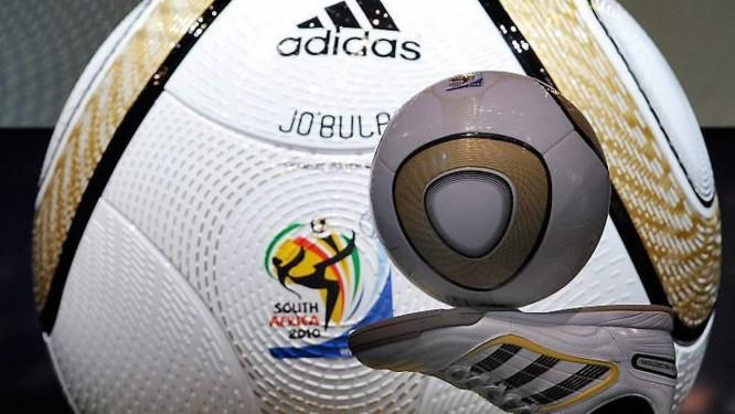 Jo bulani  a bola da final faz sucesso nas lojas de artigos esportivos Foto ad8ff096502aa