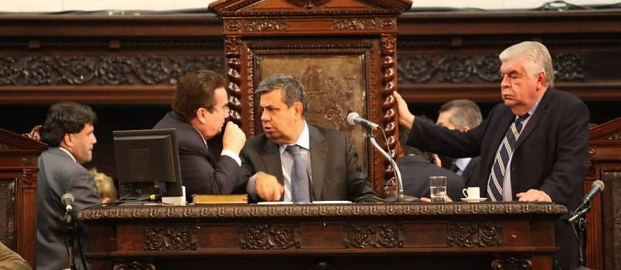 PARLAMENTARES DISCUTEM no plenário projetos de reajuste enviado pelo governo Foto de Marcelo Carnaval - O Globo
