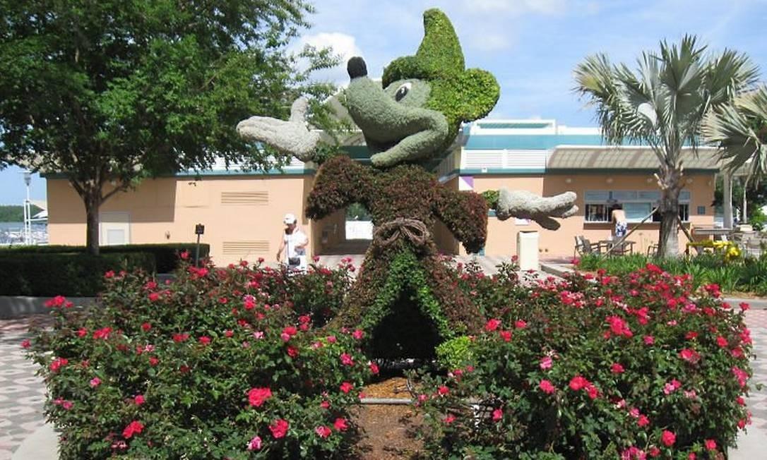 Escultura do Mickey em topiaria nos jardins do Contemporary Resort Foto: Cristina Massari