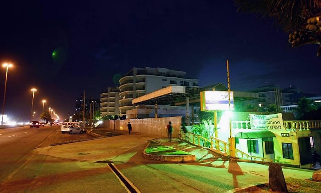TRECHO DA Avenida Lúcio Costa, na Barra, onde o gabarito atual é de cinco andares: uma emenda ao Plano Diretor libera a construção de prédios de até 15 pavimentos Foto de Fernando Quevedo - O Globo