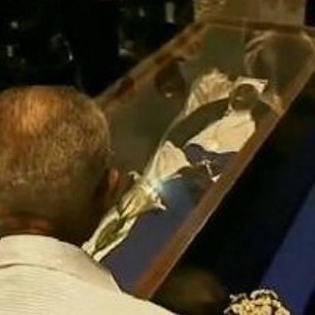 Fiéis fizeram vigília sobre as relíquias de Irmã Dulce - ReproduçãoTV Globo