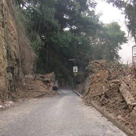 u-Repórter: Rua Mundo Novo parcialmente interditada desde as chuvas de abril Foto do leitor Francisco Braga