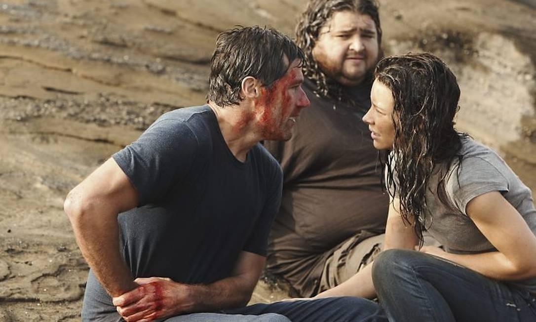 Matthew Fox, Jorge Garcia e Evangeline Lilly em cena de 'Lost' AP
