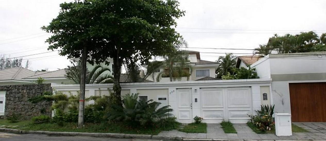 AVALIADA EM R$ 3 milhões, a mansão na Barra passou do major Washington Luiz de Paula para o cunhado dele Foto de Marcelo Piu - O Globo