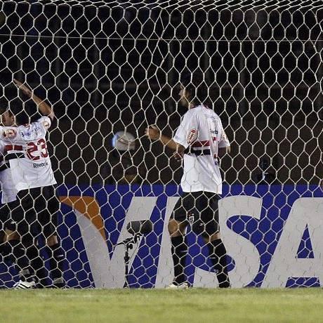 Jogadores do São Paulo comemoram um dos gols contra o Cruzeiro no Mineirão - Foto: Reuters