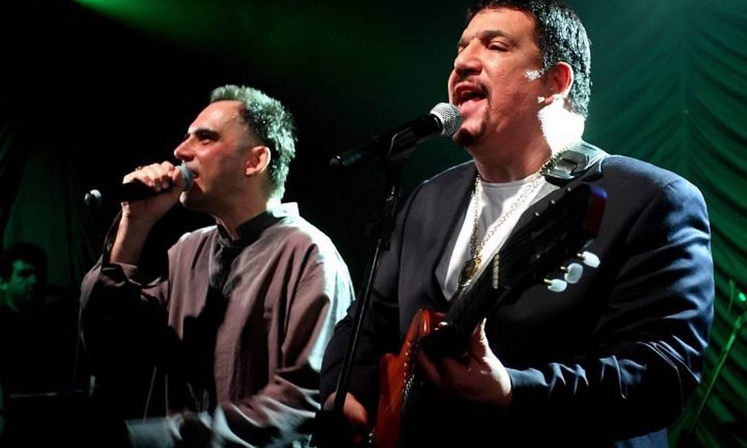 Michael Sullivan e Arnaldo Antunes no DVD 'Ai vivo - na linha do tempo' Divulgação