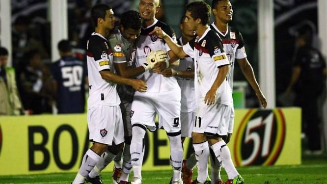 c6caa97adf Jogadores do Vitória comemoram o gol marcado por Viáfara - Foto  Cezar  Loureiro