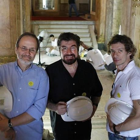 Ricardo Prado, André Piva e Wagner tiso visitam obras no Teatro Municipal - Foto Leonardo Aversa Agencia O Globo