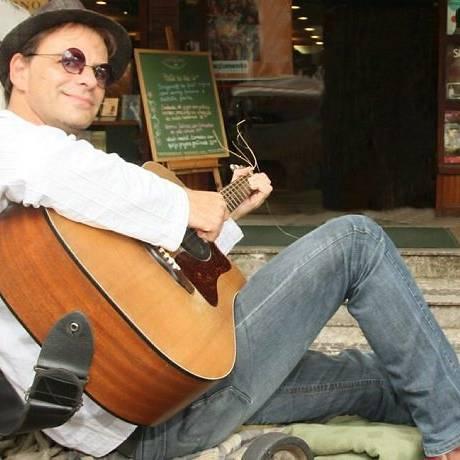 O baixista do Barão Vermelho, Rodrigo Santos Divulgação