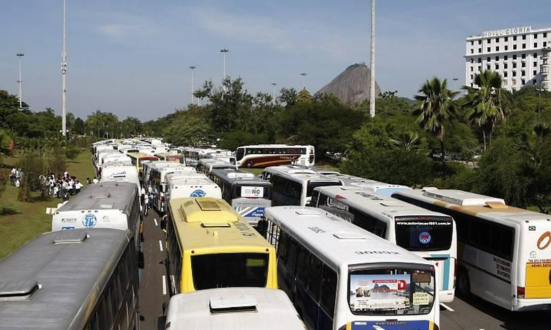 Aterro de Botafogo completamente parado devido a evento religioso Foto de Mônica Imbuzeiro - O Globo
