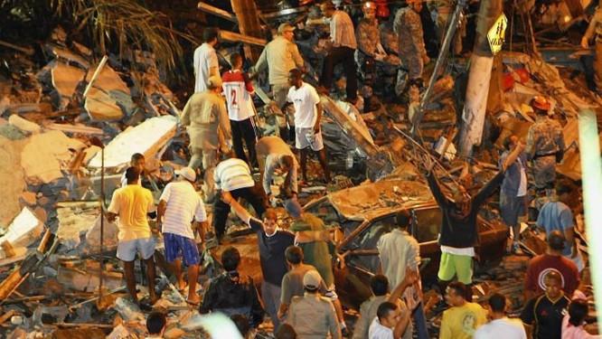 O trabalho de resgate em meio ao caos após o deslizamento de morro em Niterói Foto de Fernando Quevedo - O Globo