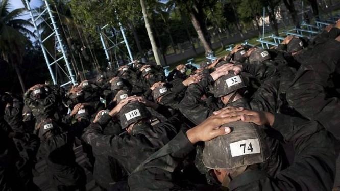 Voluntários do curso básico para oficiais e sargentos encaram o treinamento - Foto: Marizilda Cruppe