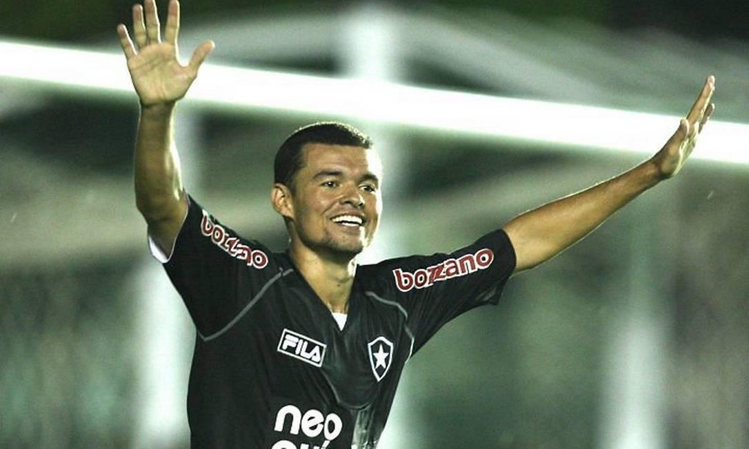 Marcelo Cordeiro comemora o belo gol - Foto: Fernando Maia