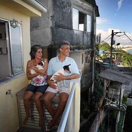 EGMONT E Vilma, na casa que estão vendendo por 220 mil reais Foto de Márcia Foletto - O Globo