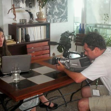 Yoani Sanchez com o documentarista Dado Galvão em sua casa, em Havana - Divulgação