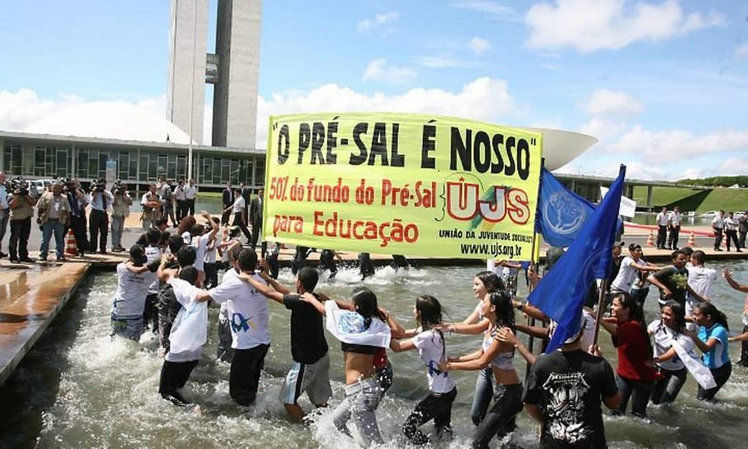 Espelho d'água em frente ao Congresso, estudantes fazem protesto? Roberto Stuckert Filho