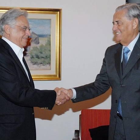 O ex-presidente Fernando Henrique Cardoso cumprimenta o ex-governador do Distrito Federal Joaquim Roriz, durante encontro em São Paulo (22032010) - Sheyla LealDivulgação