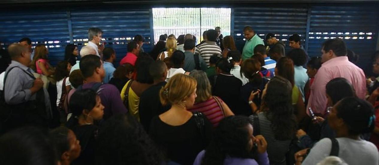 Usuários esperam para entrar na estação Central em di de problema no metrô. Foto de arquivo de Marco Antônio Cavalcanti