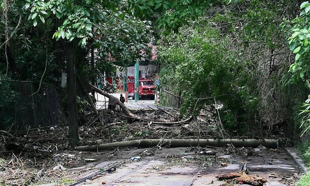 Destruição na Rua Almirante Alexandrino, em Santa Teresa, provocada por deslizamento de terra. Foto: Marco Antonio Cavalacanti