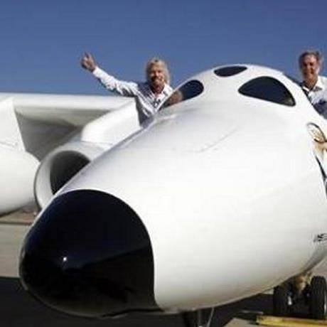 Richard Branson (esquerda) comemora a conquista. Foto: Reuters