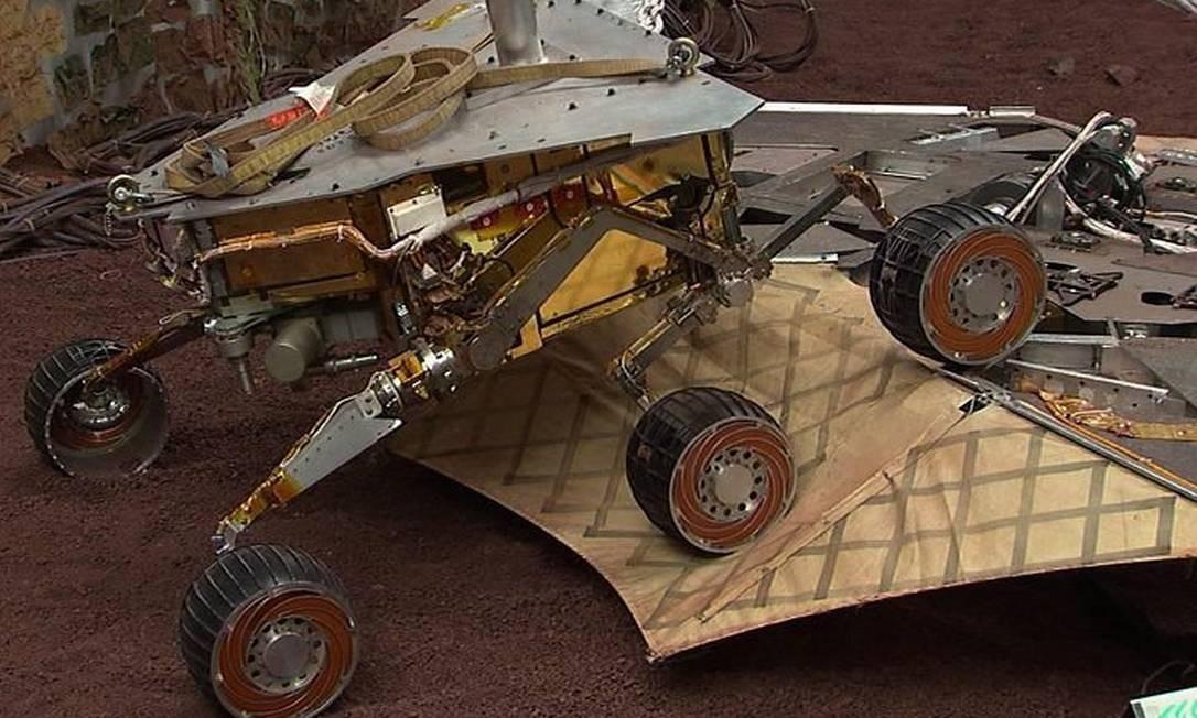 Imagem artística da Nasa para o robô Spirit: preso há 10 meses em um platô, ele agora vai atuar como sonda fixa Divulgação Nasa