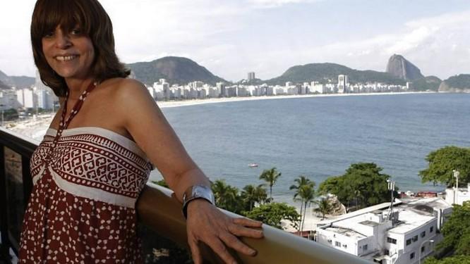 Glória Perez, na varanda do escritório com vista para a Praia de Copacabana. Foto: André Coelho