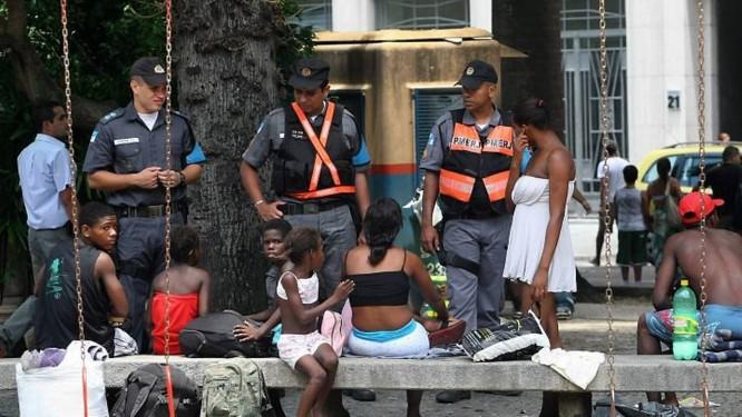 A UPP Móvel no Largo do Machado é formada por policiais do 2º BPM. Foto de Cléber Júnior Extra 25.01.2010