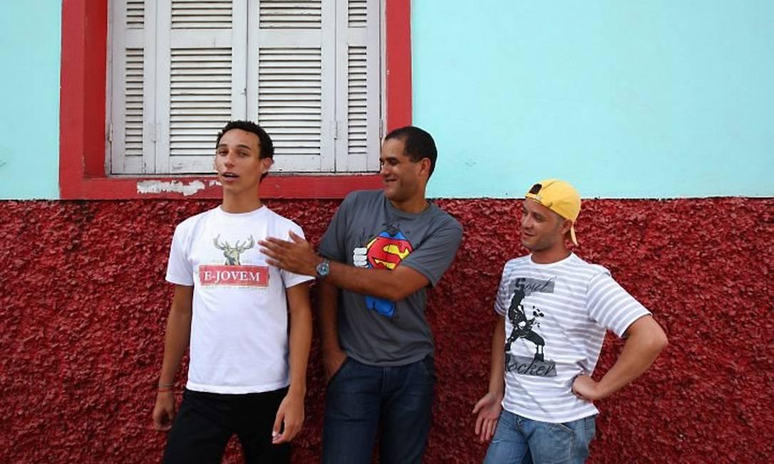 Leandro, Deco e Chesller: luta para valorizar os homossexuais - Michel FilhoO Globo