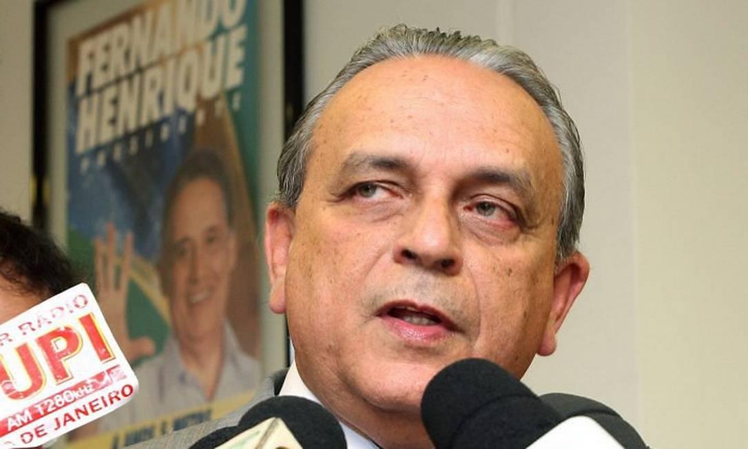 O presidente do PSDB, senador Sérgio Guerra (PE), durante entrevista - Roberto Stuckert Filho