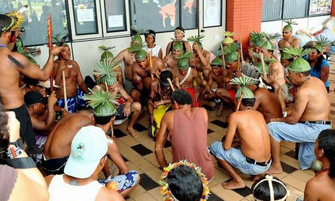 Cerca de 500 índios participam do protesto em Brasília