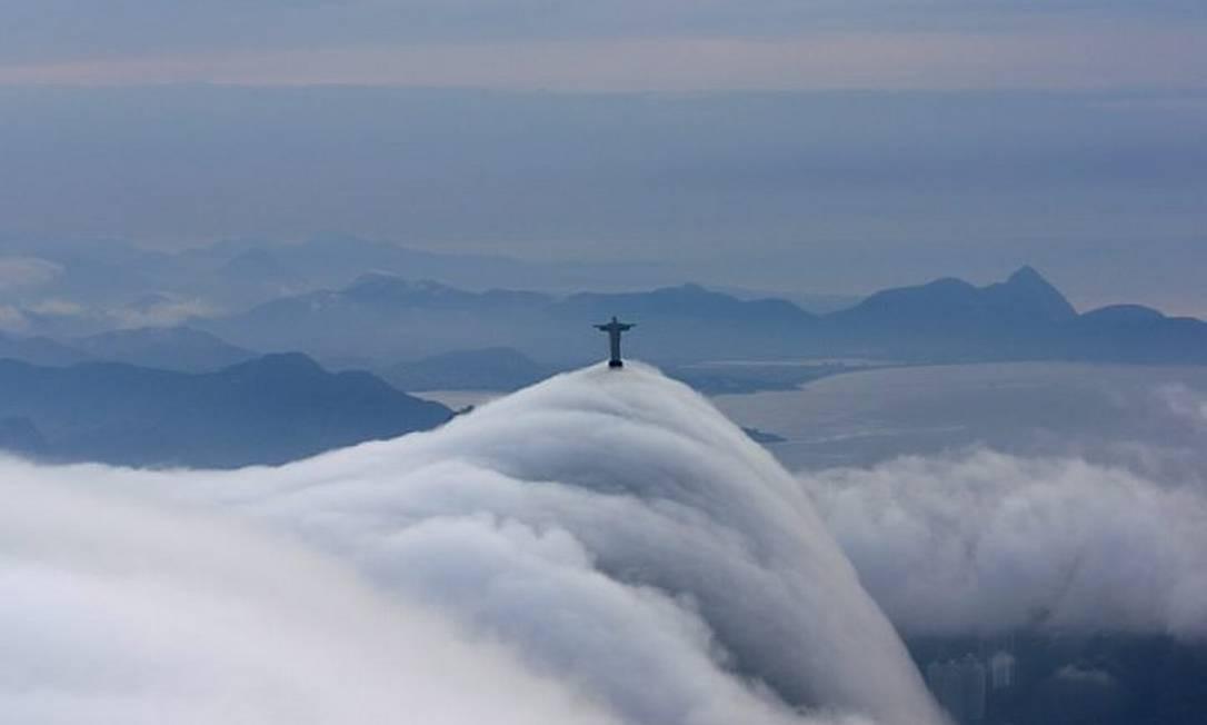 Eu-Repórter: Rio amanhece com nevoeiro no domingo. Foto do leitor Marcos Estrella