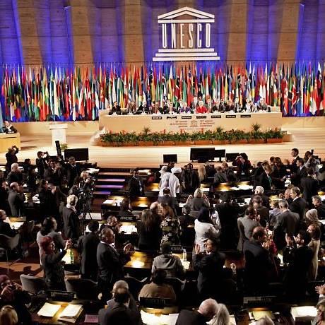 Delegados de países membros da Unesco celebram decisão - P