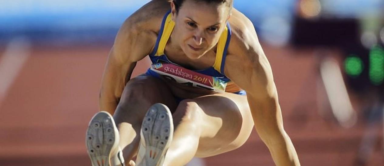 O salto de ouro de Maurren Maggi no Pan - Foto: Reuters