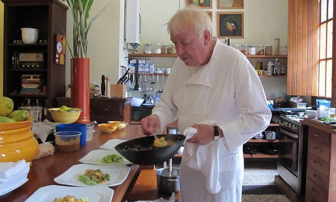Chef Jos Boomgaardt prepara filé mingon com legumes
