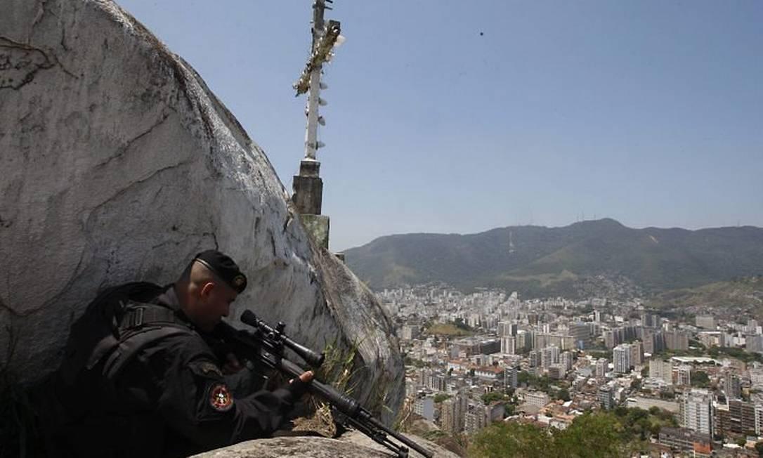 Bope ocupa o Morro dos Macacos - Foto: Wania Corredo - Extra