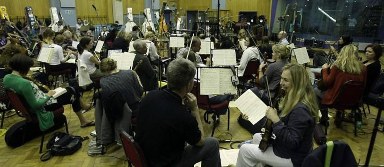 Em Abbey Road (Londres), a Orquestra Filarmônica Real participa de gravação para o CD com músicas cantadas por Bento XVI AP
