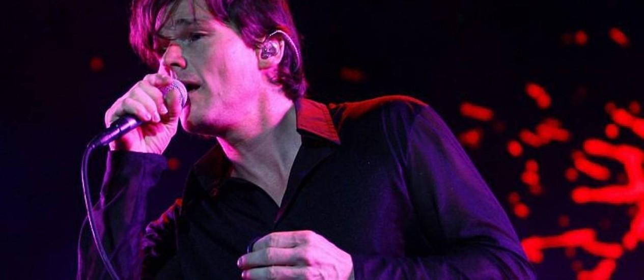 O vocalista do A-Ha, Morten Harket, no palco do Citibank Hall - Foto: Mõnica Imbuzeiro