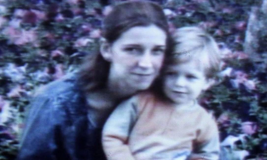 Mae e filho em álbum de família Reprodução Diário de S.Paulo