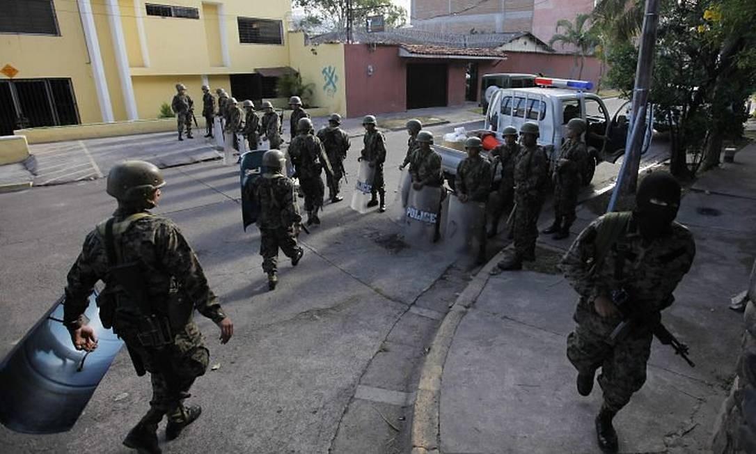Exército hondurenho faz guarda nas proximidades da embaixada brasileira AP