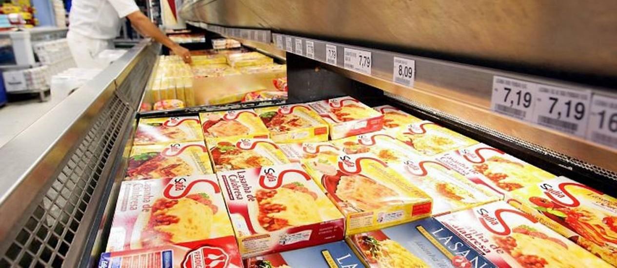 Produtos da Sadia e da Perdigão em gôndola de supermercadoFoto: Gabriel de Paiva-O Globo