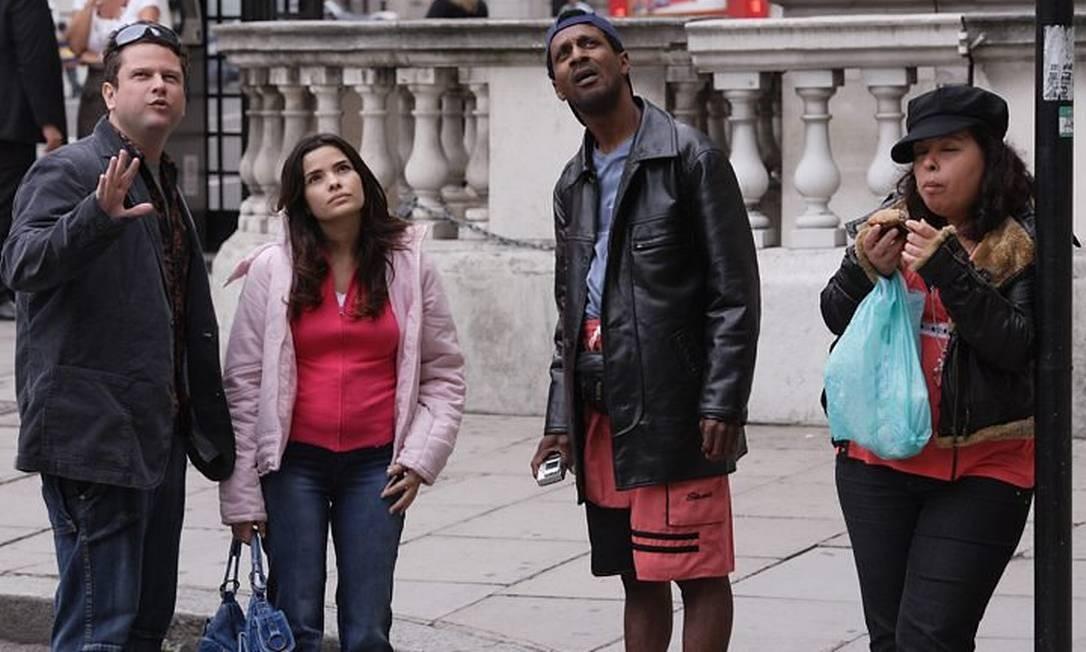 Patrícia Armani, à direita, é prima de Jean Charles de Menezes e atua ao lado de Selton Mello, Vanessa Giácomo e Luiz Miranda no filme 'Jean Charles' Divulgação