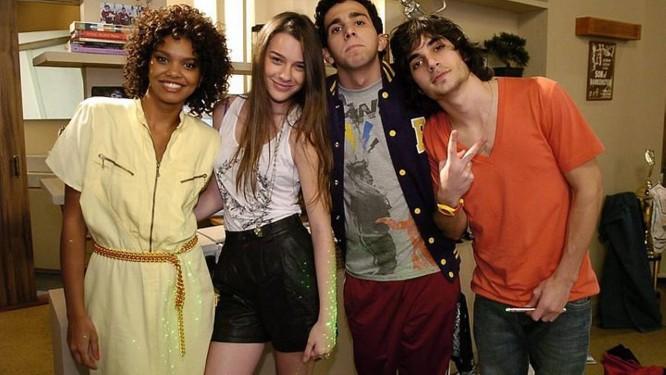 Tati (Élida Muniz), Bia (Mariana Molina), Beto (Murilo Couto) e Bernardo (Fiuk): na nova temporada, internet tem destaque (Foto :TV Globo Thiago Prado Neris)