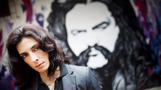 Constança Scofield, viúva de Tom Capone, no estúdio.Foto: Gustavo Pellizzon Agência O Globo.